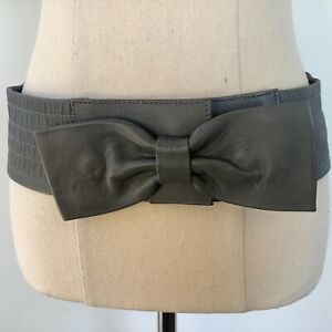 Luxe Accessories Grey Leather Belt With  a Bow Elasticated Size S 76 x 7.5 cm