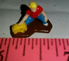ERTL 1/64 TOY FARM COUNTRY FIGURE CHILD PLAY W/ TOY BUILDING BARN HOUSE DISPLAY