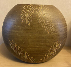 Oval Round Wooden Look Rustic Vase Decoration Container Leaf Detail