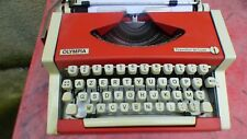 Machine IN Typewriter OLYMPIA Traveller de Luxe Red Vintage Typewriter Portable