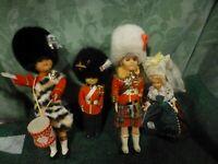 lot=ancien  poupées celluloid 4piéces ,les gardes monaco et pont/aven