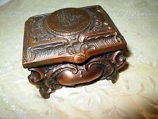 BOITE A  BIJOUX  EN REGULE CAPITONNE ROCAILLE XIXème ANTIQUE JEWEL BOX