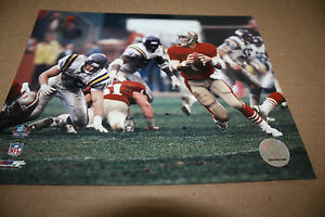 SAN FRANCISCO 49ERS STEVE YOUNG UNSIGNED 8X10 PHOTO POSE 3
