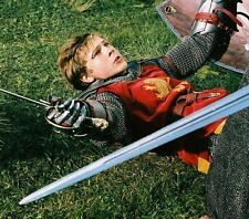 William Moseley UNSIGNED photo - D2002 - The Chronicles of Narnia