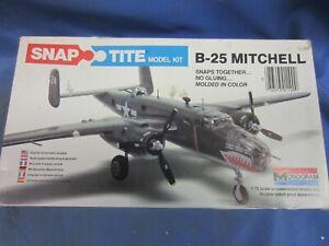 VINTAGE MONOGRAM  SNAP-TITE B-25 MITCHELL 1/72ND, #1100, NEW