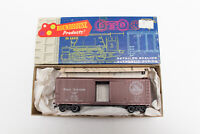 HO ROUNDHOUSE MDC KIT GREAT NORTHERN BOX CAR WITH SOME OTHER FRAME