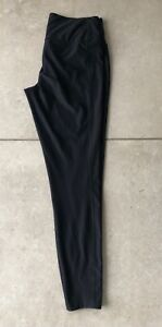 Nike - Black Deep Waistband 7/8th Leg Length Sports leggings - size M (10-12 UK)
