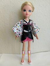 Bratz Moxie Girlz Girl Doll Avery Blonde Hair Blue Eyes Clothes & Boots
