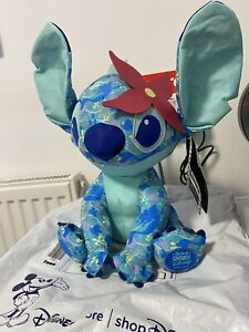 🔥Disney Stitch Crashes The Little Mermaid 4 of 12 Limited Edition IN HAND🐟