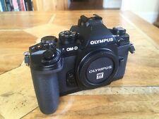 Olympus OM-CORPO NERO D E-M1 solo.