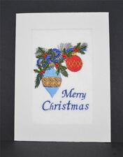 Una nueva tarjeta de Navidad Bordado-Adornos de Navidad en rama de árbol de Navidad.