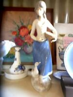 BEAUTIFUL REX  VALENCIA PORCELAIN GIRL WITH  DUCK MADE IN SPAIN 29M TALL