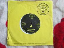 The Elton John Band Philadelphia Freedom DJM DJS 10354 UK 7inch 45 Vinyl Single