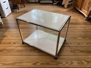 USM Haller Tisch/Beistelltisch Reinweiß 50x35 Neuwertig