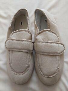 Ladies slippers size 6