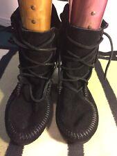 minnetonka moccasins, Suede Size 4. Nearly New