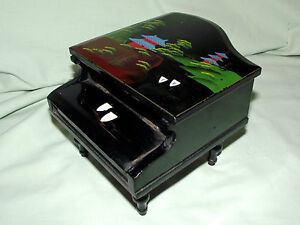 * VINTAGE * Chinese Lacquer * GRAND PIANO * Music Box * Marked FOREIGN *