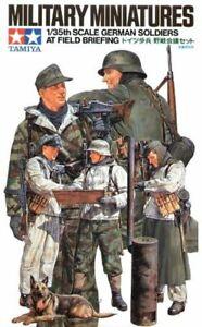Tamiya 35212 WW II German Soldiers at Field Briefing 1/35 Scale Plastic Figures