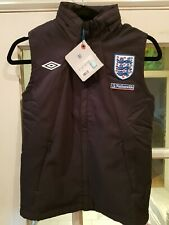 Childs Umbro England Gilet Size Small  Boys Ht 134 cm NEW