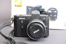 Nikon 1 V1 10.1MP Digitalkamera - Schwarz (Kit mit VR 10-30mm Objektiv)