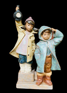 Lladro Figurine 2173 Ahoy There Children with Lantern mint condition