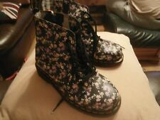 DR MARTENS CHILDS BLACK FLOWERED BOOTS SIZE 1  USED AS SHOWN  UNISEX
