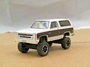 dcp/greenlight Custom lifted 1984 white/black GMC Jimmy High Sierra 1/64