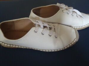 WITCHERY SHOES. SOFT, COMFY, WHITE WITH ROPE TRIM, LACES. SZ:36. PART LEATHER