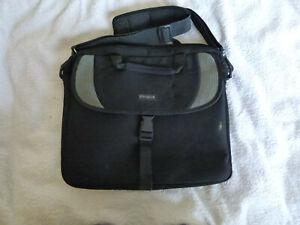 TARGUS PROTECTIVE SHOULDER BLACK LAPTOP BAG 36 X 32 X 6CM VGC