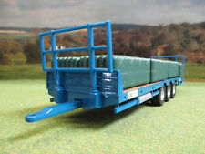 BRITAINS FARM KANE TRIAXLE BALE TRAILER & BALES 43218  1/32 BRAND NEW