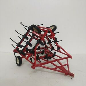 1/16 Ertl Farm Toy Case IH Red Minimum Tillage Cultivator Plow