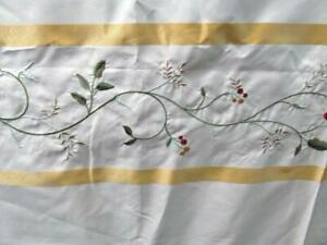 Garden Bath HORIZONTAL VINES Flowers & Berries Embroidered on Cream Gold Banding