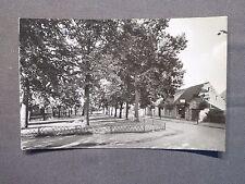 AK Rhinow in der Mark, Thälmannstraße mit Parkanlage, Echtoto 1961