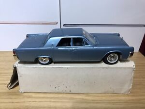 Vintage Boxed American Continental Saloon 1/30 ? Scale Model ⭐️⭐️⭐️⭐️