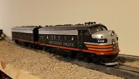 HO scale Athearn locomotives SP Southern Pacific F7 A and B set Black Widow