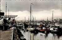 Duisburg Color Ansichtskarte 1955 Partie im Hafen Schiffe Brücke im Hintergrund
