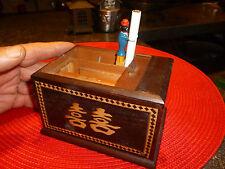 Ancien Distributeur de Cigarette Japon en Bois à système Personnage Noir 1950