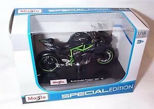 Kawasaki Ninja 112 R Green & black Motorbike 1-18 scale New in box