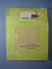 Fogal Style 122 Classic 17 Denier Pantyhose Size Small in Asperge