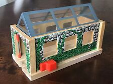 THOMAS TANK ENGINE TRAIN SET Wooden Railway - Engine Shed - Excellent
