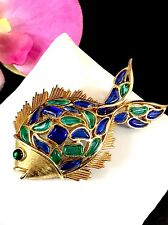 1966 CROWN TRIFARI SAPPHIRE EMERALD POURED GLASS MODERN MOSAICS GOLDFISH BROOCH