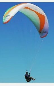 Paraglider - Escape S'pace EnB, only 10  hours use.