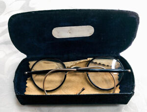 Vintage Eyeglasses Gold Plated Round Frames With Case Spectacles Black