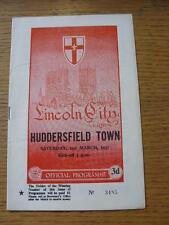 02/03/1957 Lincoln City V Huddersfield Town (Pliegue débil/Doble, puntuación detalladas en