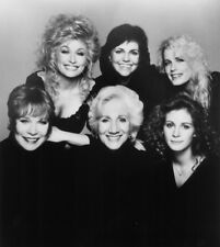 Dolly Parton Posing With Friends 8x10 Photo Print
