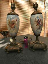 deux jolis pieds de lampe de chevet en bronze et porcelaine décorée 19 ème