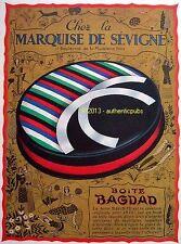 PUBLICITE LA MARQUISE DE SEVIGNE BOITE BAGDAD CHOCOLAT SIGNE DAM DE 1933 AD PUB