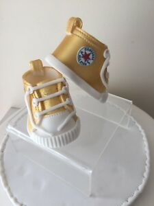 EDIBLE BABY GOLD GLITTER  BOOTIES SHOES CAKE TOPPER DECORATION.