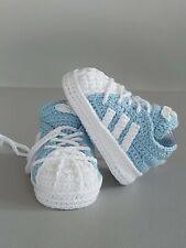 Babyschuhe / Turnschuhe gehäkelt ( Handarbeit )Hellblau, Weiss Neu!!!
