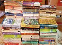 RANDOM MIXED LOT 8 NORA ROBERTS paperback books  SHIPS FREE